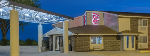 red roof inn maryville - clean cheap updated hotel in maryville MO - exterior carousel